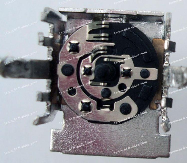 réparation potentiomètre table de mixage Behringer DJX750